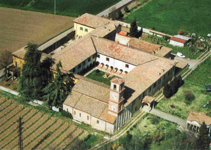 1200px-Badia_Torrechiara_Aerea